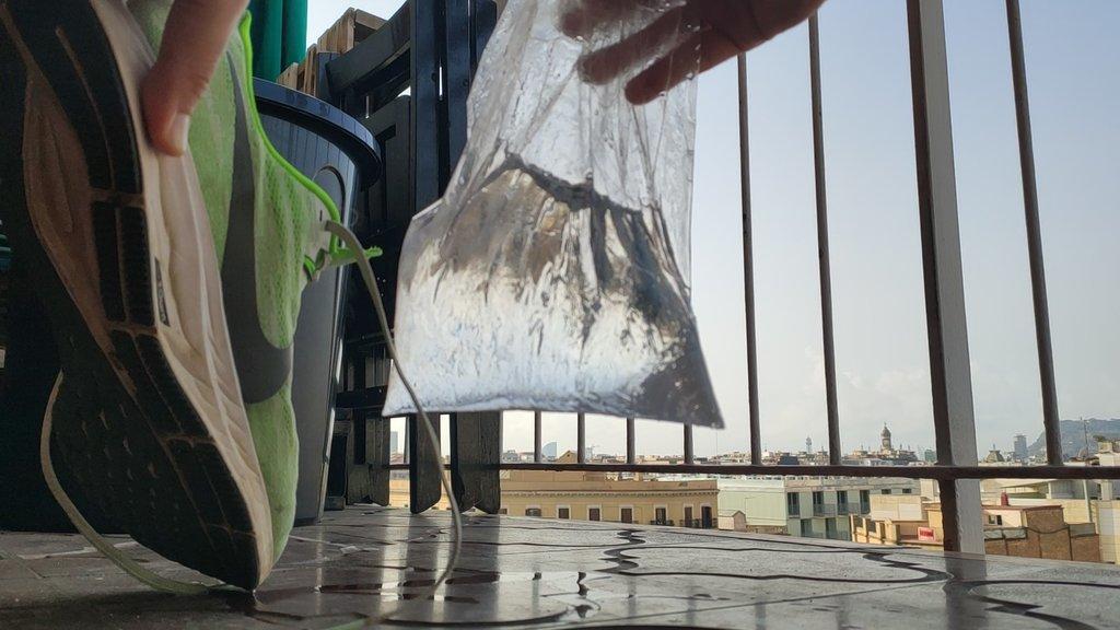 Quitar la bolsa de agua del interior