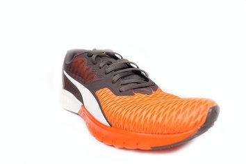 Zapatilla con una gran flexibilidad y de colores vivos.