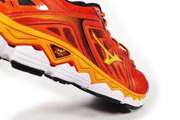 Corredores de +75kg o corredores que busquen un plus en amortiguación y estabilidad.