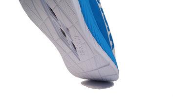 Probablemente la zapatilla con placa de carbono más apta para un corredor que necesite soporte