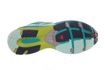 Tacos multidireccionados para dar tracción a la zapatilla