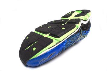 La durabilidad y la tracción de la suela contribuyen a prolongar la vida de esta zapatilla