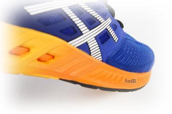 La Asics Fuzex es una zapatilla que nos permite correr con múltiples prestaciones