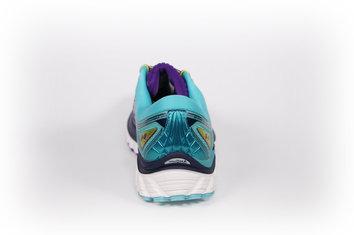 Una zapatilla con grandes acabados para disfrutar corriendo.