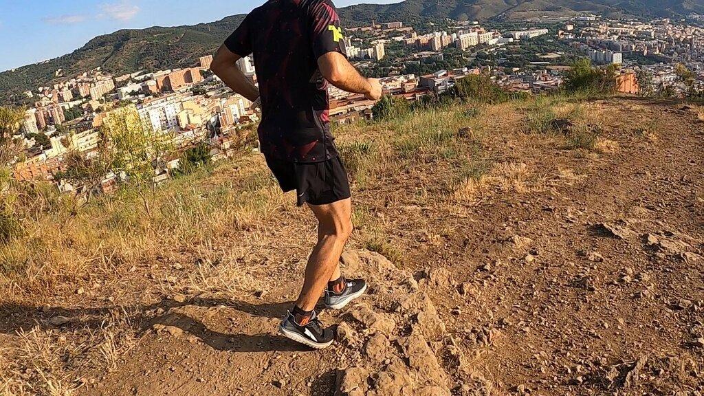 Corredores que busquen un modelo que incite al natural running con cierta protección para el pie