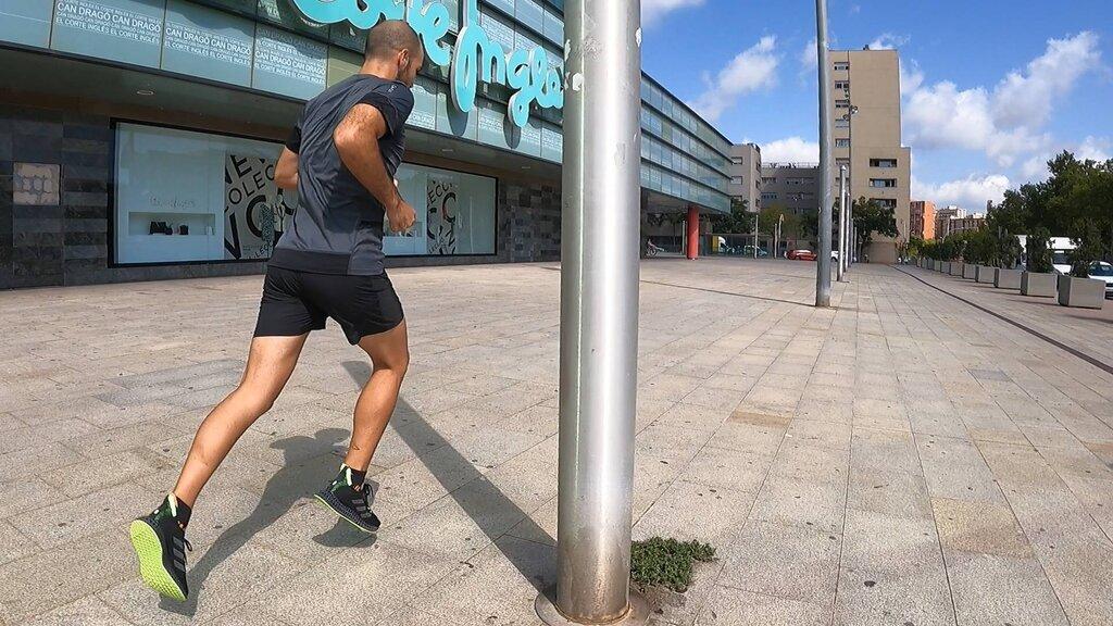 La 4DFWD es una zapatilla de uso diario para entrenamientos fáciles