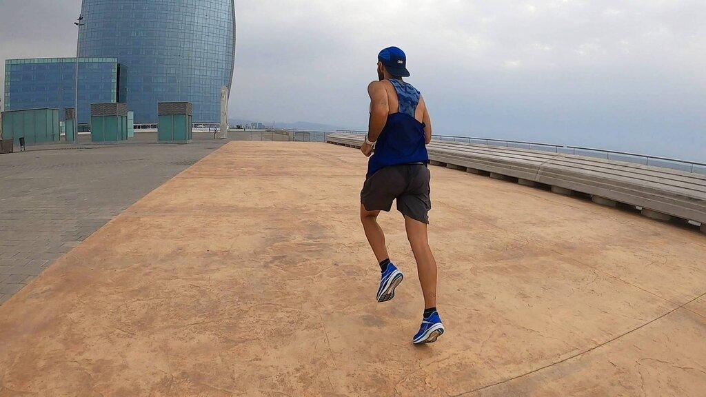 Zapatilla de competición tanto para media como larga distancia
